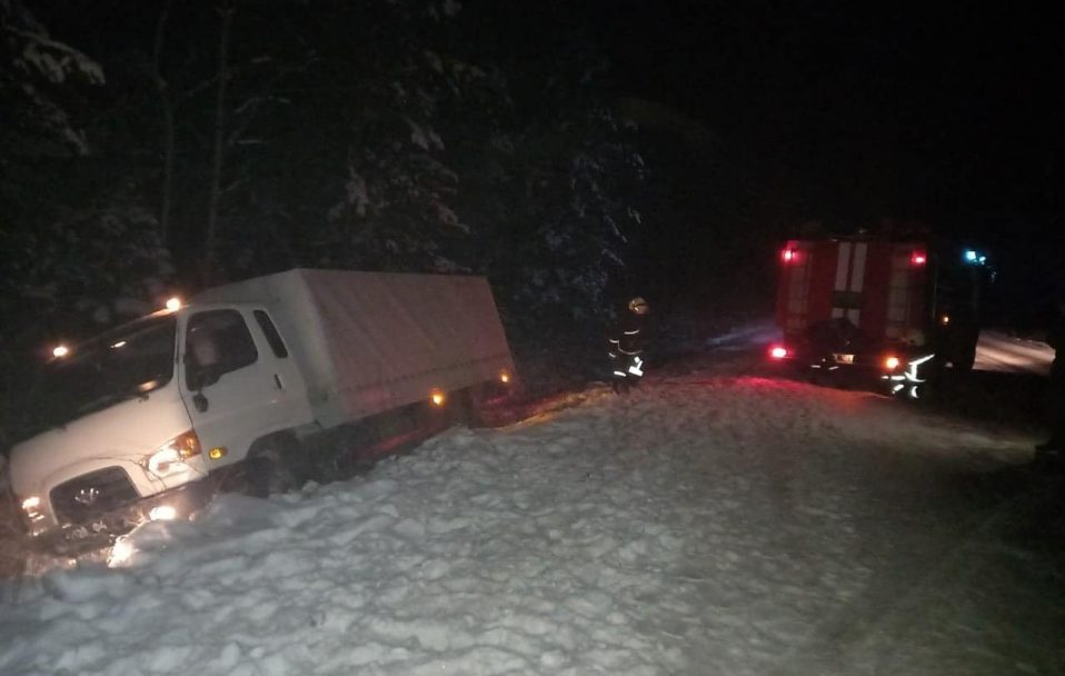 На Волині три автомобілі злетіли з дороги