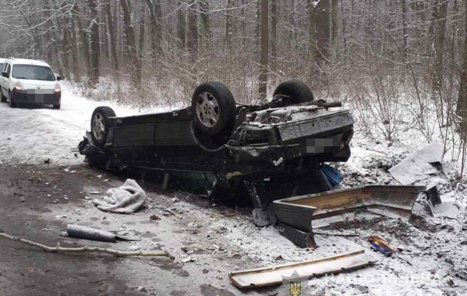 Смертельна ДТП поблизу Луцька: пасажира забрали у реанімацію, водій – загинув