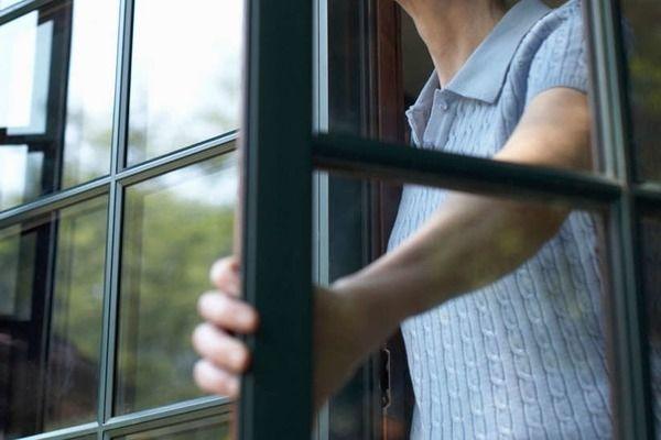 У Ковелі чоловік хотів викинутися з вікна
