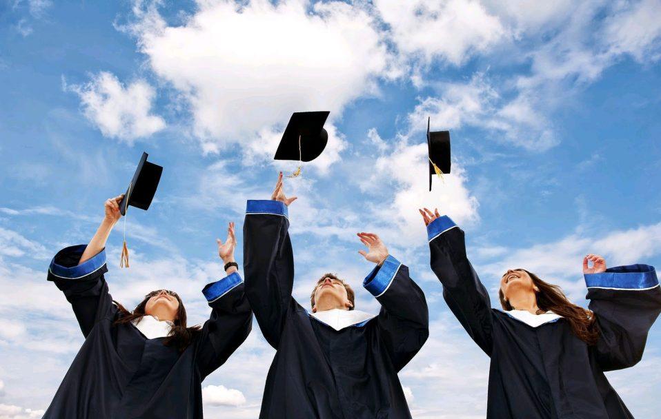 Студенти в Україні таки зможуть отримати дипломи з відзнакою