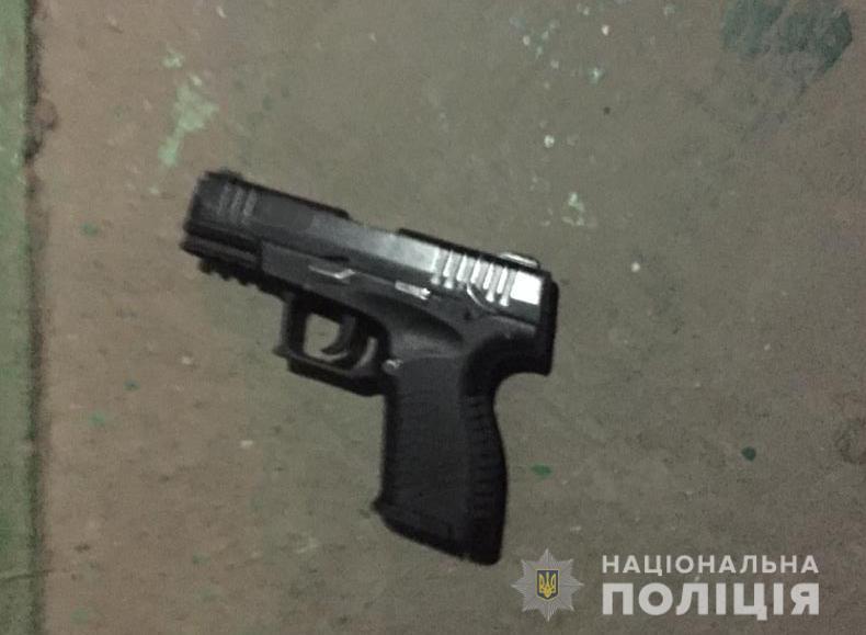 На Волині п'яний чоловік стріляв з пістолета