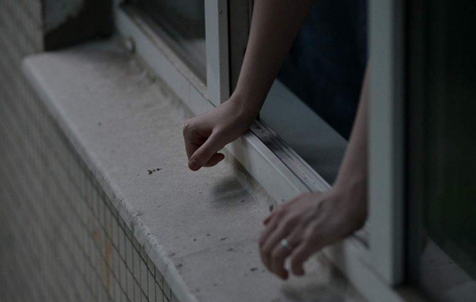 У Луцьку чоловік випав з вікна багатоповерхівки: врятувати його не вдалося