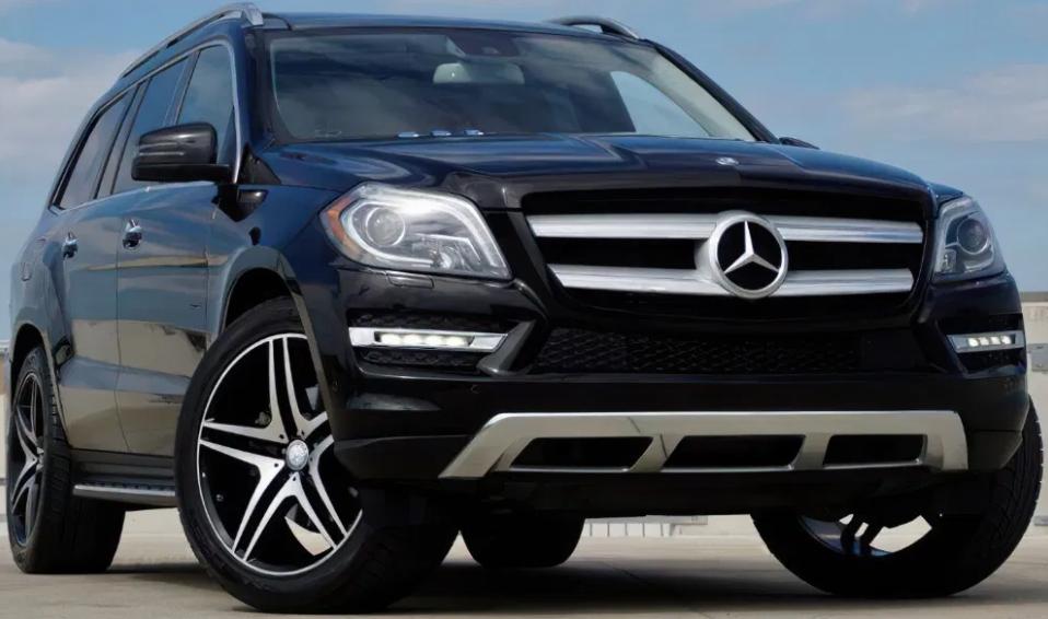 За понад 600 тисяч продали університетський Mercedes, яким їздив ексректор ВНУ Ігор Коцан