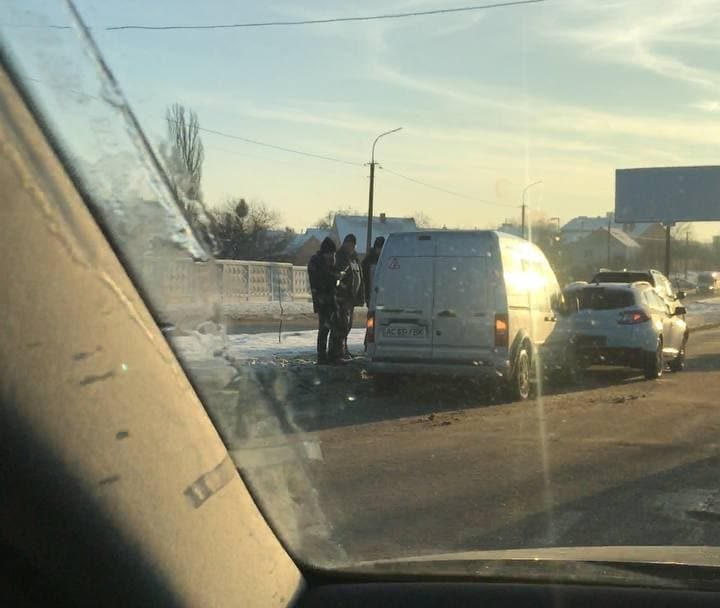 Ранкова ДТП у Луцьку: зіткнулися Ford і Renault. ФОТО