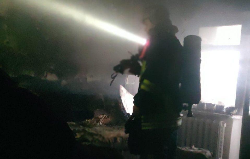 Знищені меблі і обгорілі стіни: у Луцьку гасили пожежу у 9-поверхівці