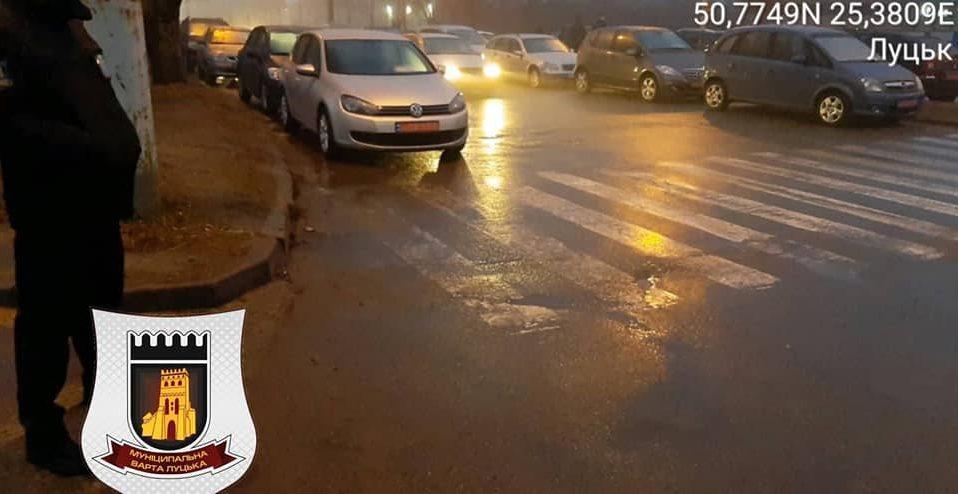 """На авторинку у Луцьку """"полюють"""" на порушників. За день – понад 70 штрафів"""