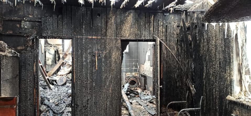 У волинського поліцейського вщент вигорів будинок: небайдужих просять допомогти. ФОТО