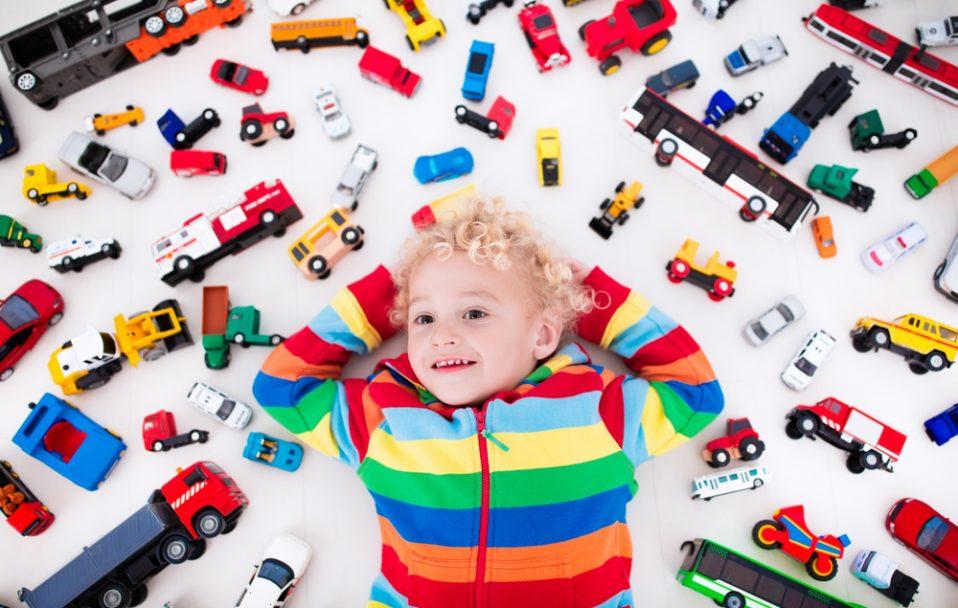 У Луцьку продавали небезпечні іграшки. Що не можна купувати дітям?