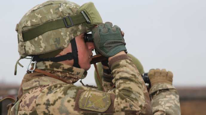 Стріляв снайпер: окупанти поранили українського бійця