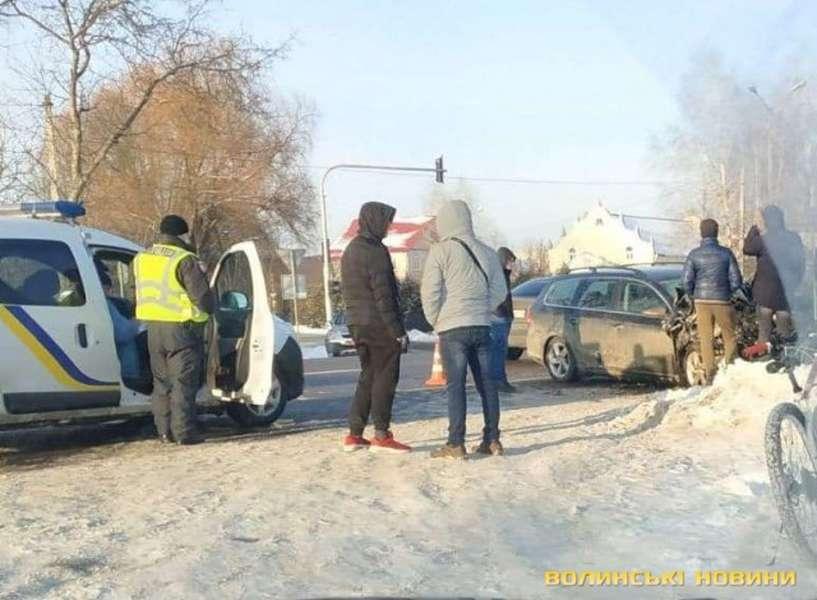 ДТП у селі біля Луцька: від удару одна з автівок перекинулася. ФОТО