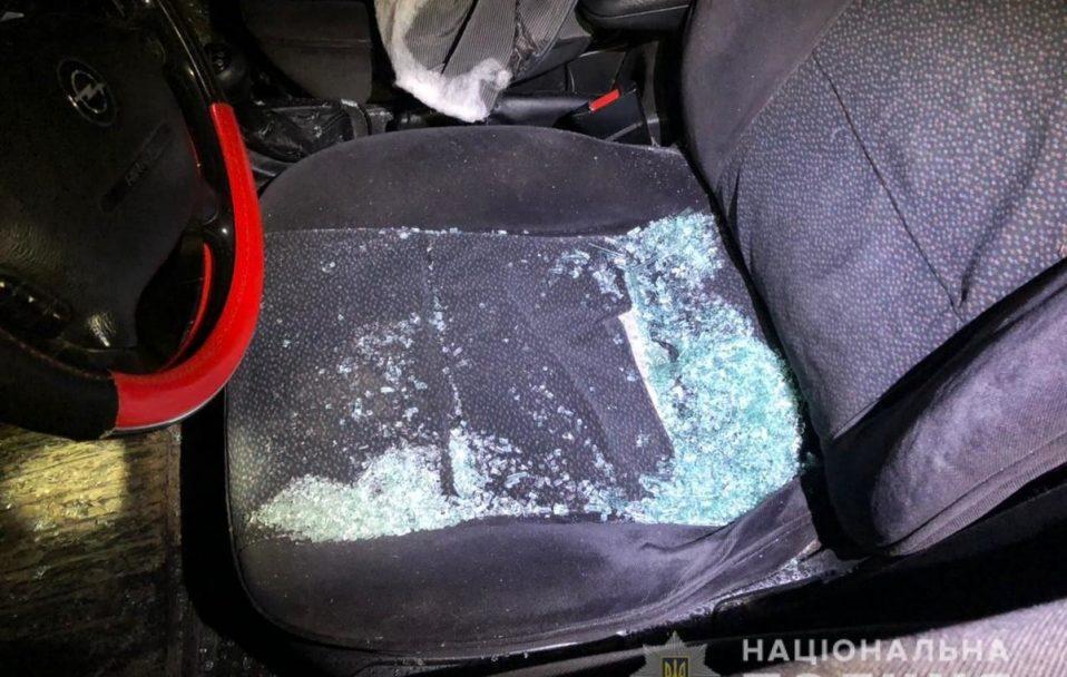П'яний чоловік у Луцьку побив дві автівки