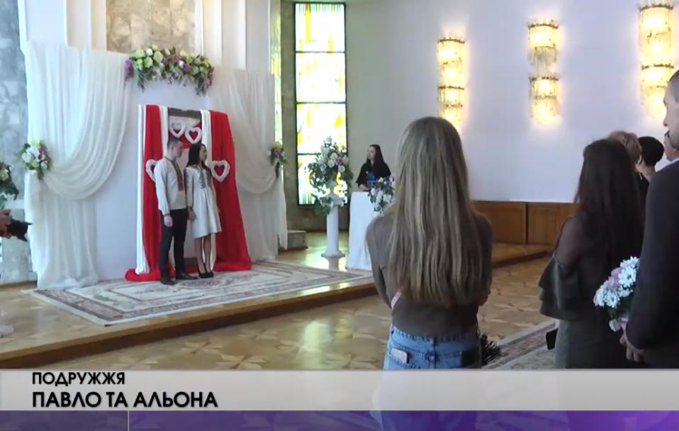 День кохання: 17 пар лучан взяли шлюб у найромантичніший день року. ВІДЕО