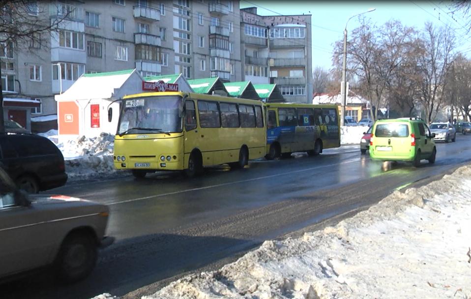 У Луцьку – подвійна аварія за участю маршруток. ФОТО