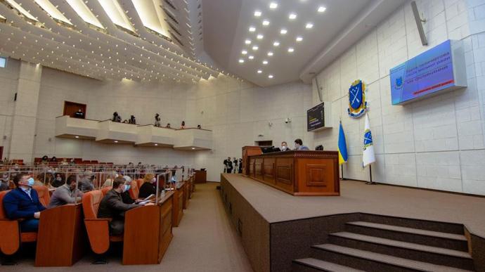 У мерії Дніпра звільнили 655 людей. Сесія тривала 9 хвилин