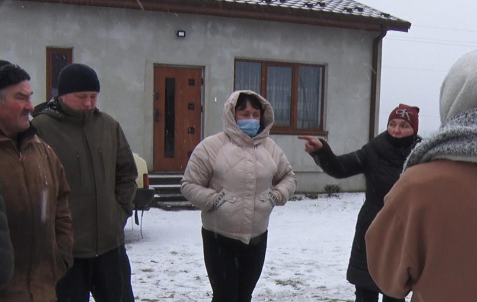 Чому мешканці волинського селища роками чекають світла в домівках. ВІДЕО