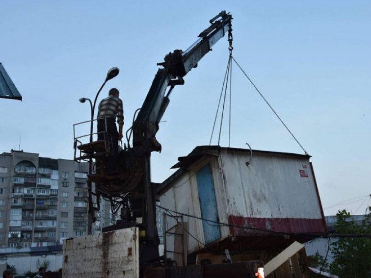 У Луцьку знесуть деякі металеві і дерев'яні споруди. Адреси
