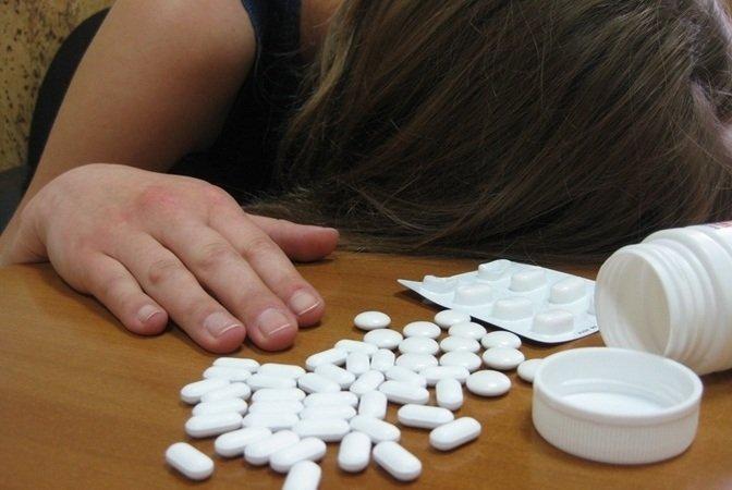 Знову отруєння: на Черкащині дві дівчинки наковтались таблеток у школі