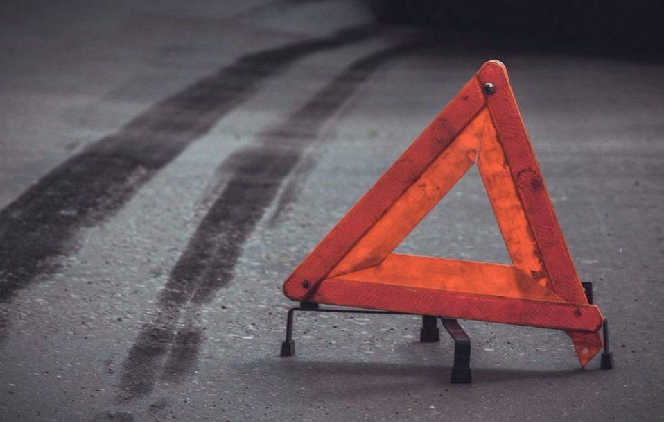 Біля Горохова п'яний водій вщент розтрощив бетонну зупинку. ФОТО