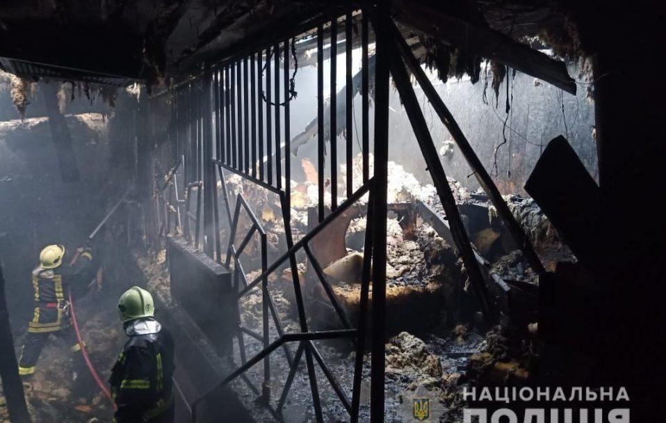Вигоріли три зали: подробиці нічної пожежі у ресторані Володимира-Волинського. ФОТО