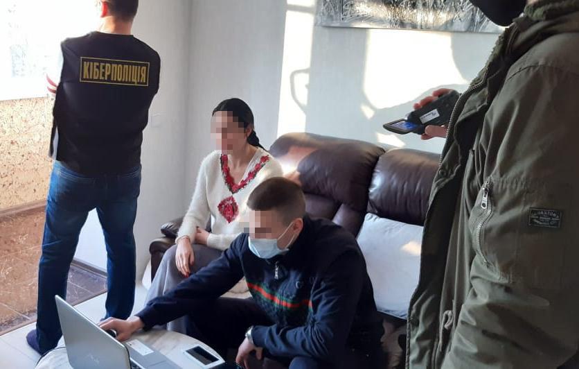 Зловили жінку з Волині, яка продавала порно. ФОТО