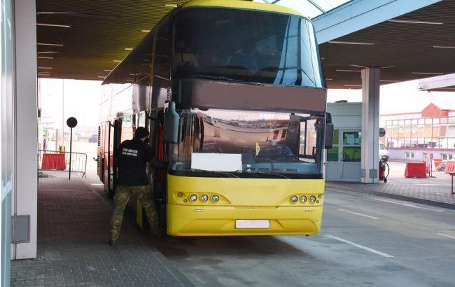 Польща не впустила автобус з українцями
