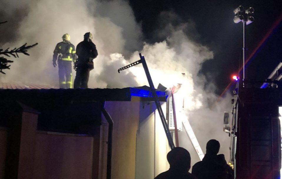 Пожежу гасили чотири години: у Володимирі-Волинському горів ресторан. ФОТО