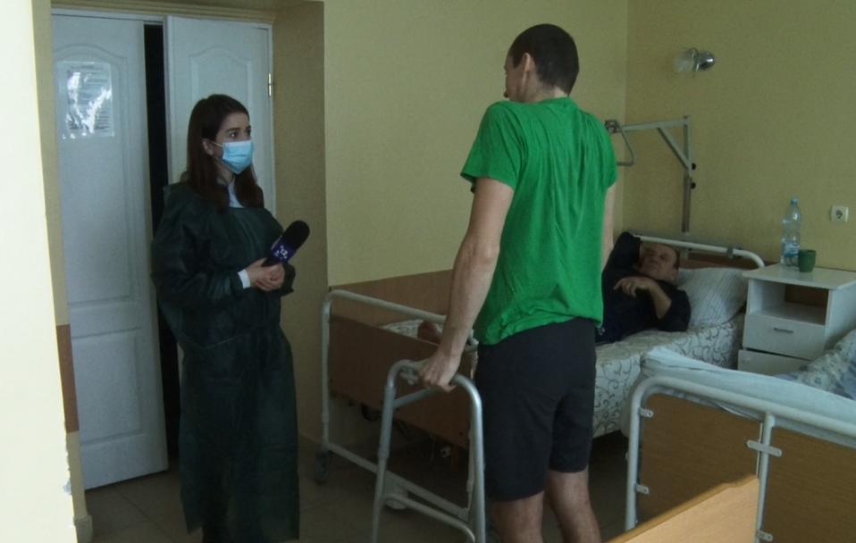 Без болю і крові: волинські медики провели інноваційну операцію атовцю. ВІДЕО