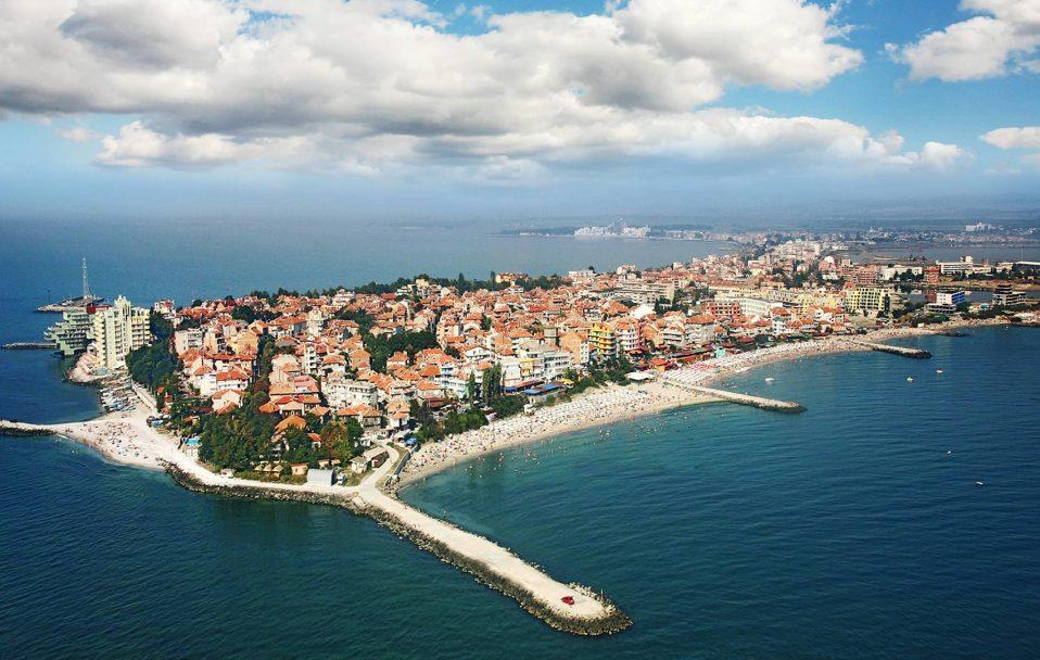 Болгарія планує відкритися для туристів з 1 травня