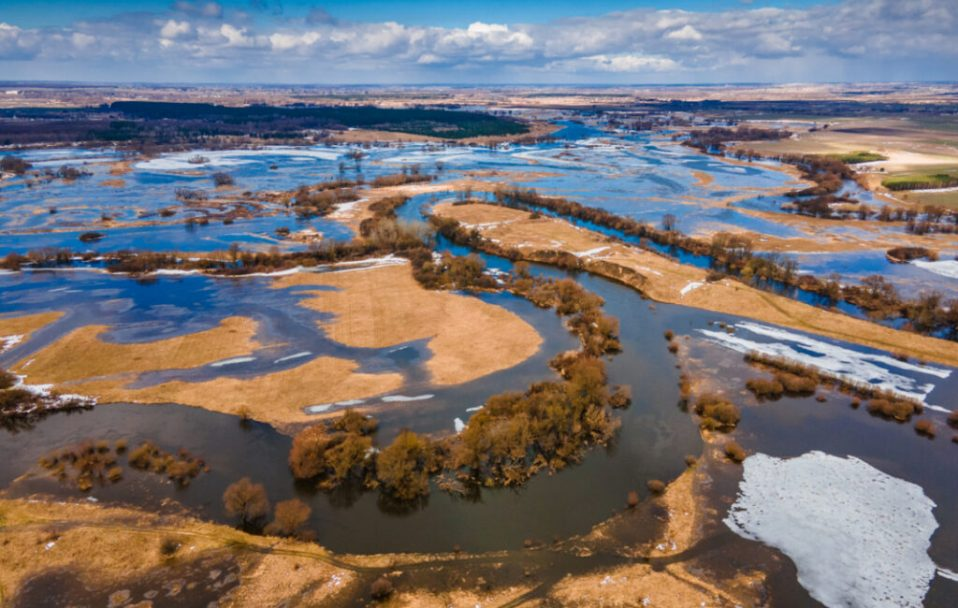 У селі на Волині річка вийшла з берегів. Неймовірні фото і відео
