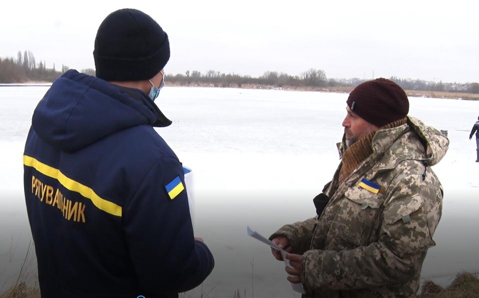 Надзвичайники провели рейд на заплаві Стиру: шукали рибалок, які виходять на крихкий лід. ВІДЕО