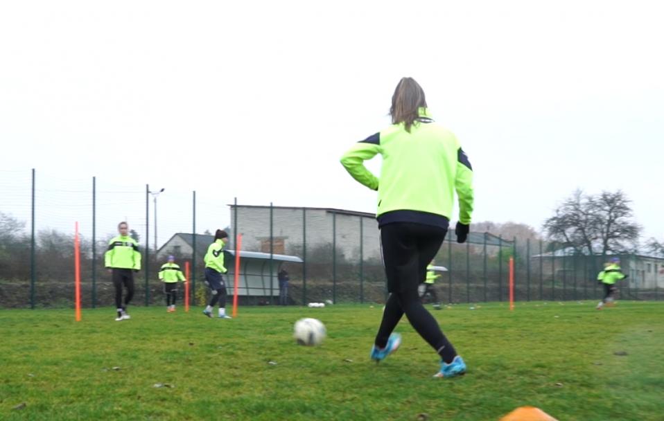 Як тренується єдина жіноча футбольна команда на Волині. ВІДЕО