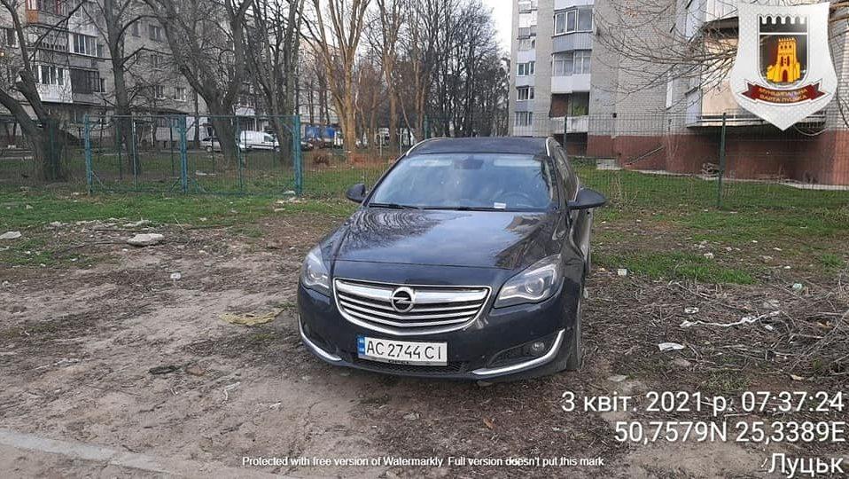 У Луцьку штрафують горе-паркувальників на Коновальця, Арцеулова і Гулака-Артемовського