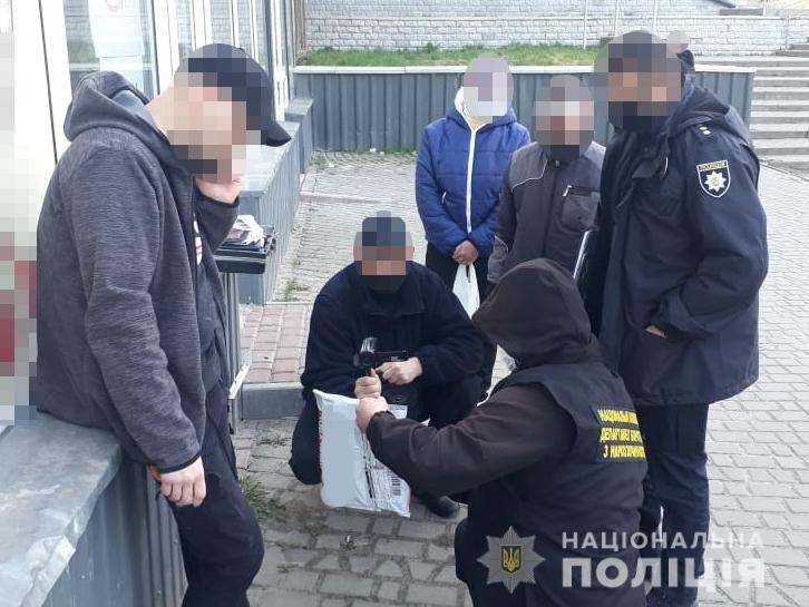 """На Волині зловили чоловіка з наркотиками: вартість """"товару"""" – понад 10 000 гривень"""