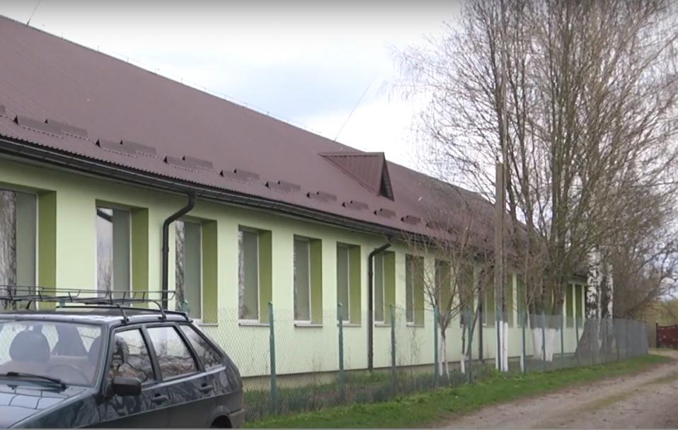 Під Луцьком – бунт через закриття школи. На її утеплення скидалися всім селом. ВІДЕО