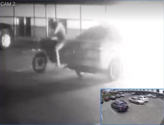 З'явилося відео підпалу автомобіля в Струмівці
