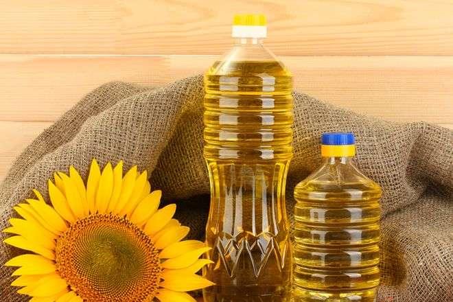 Українців попереджають: олія може подорожчати до 100 грн за літр