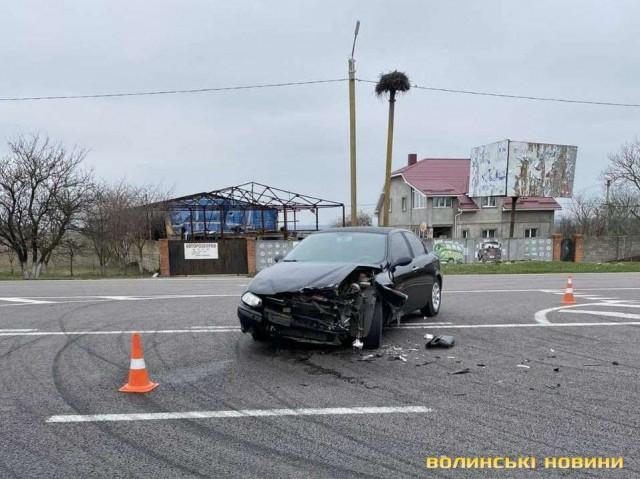ДТП біля Луцька: зіткнулися Volkswagen та Alfa Romeo. ФОТО