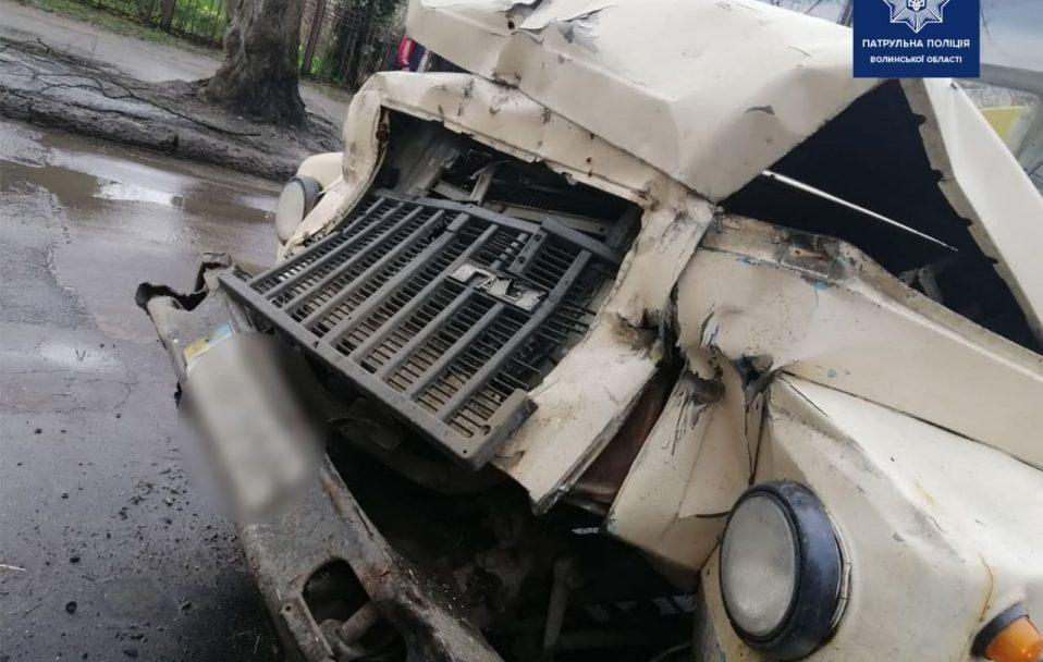 У Луцьку – аварія за участю двох вантажівок. ФОТО