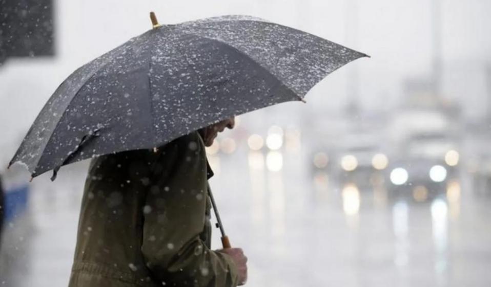 Волинян попереджають про сильний вітер і дощ з мокрим снігом