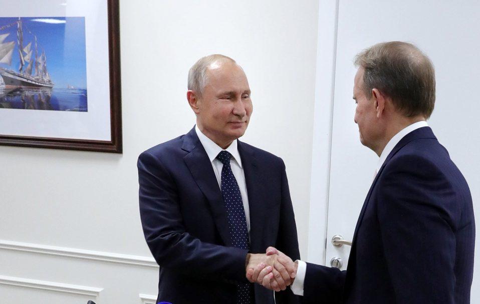Як Путін прокоментував домашній арешт свого кума Медведчука