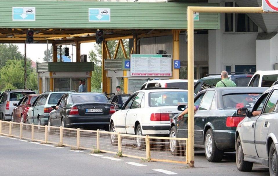 На кордоні з Польщею застрягли майже 300 авто