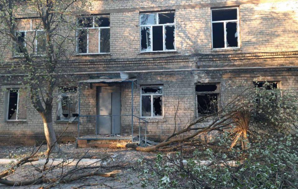 Окупанти обстріляли лікарню на Донеччині