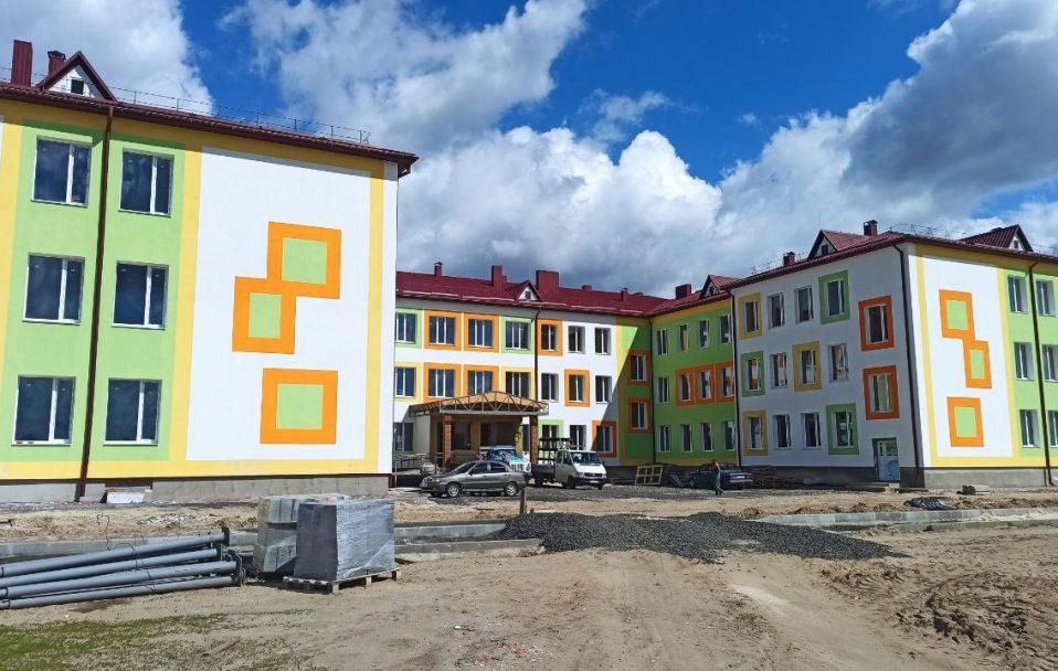 Новеньку школу у Башликах на Волині планують добудувати вже до кінця року. ФОТО