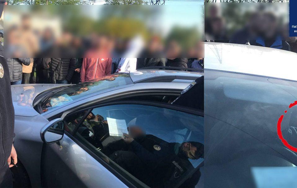 Шарпанина біля авторинку у Луцьку: поліція затримувала водія-порушника. ВІДЕО