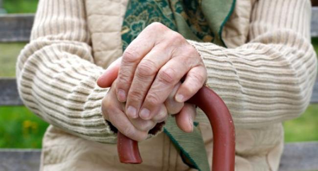 У Луцьку жінка, яка назвалася соцпрацівницею, обікрала бабусю