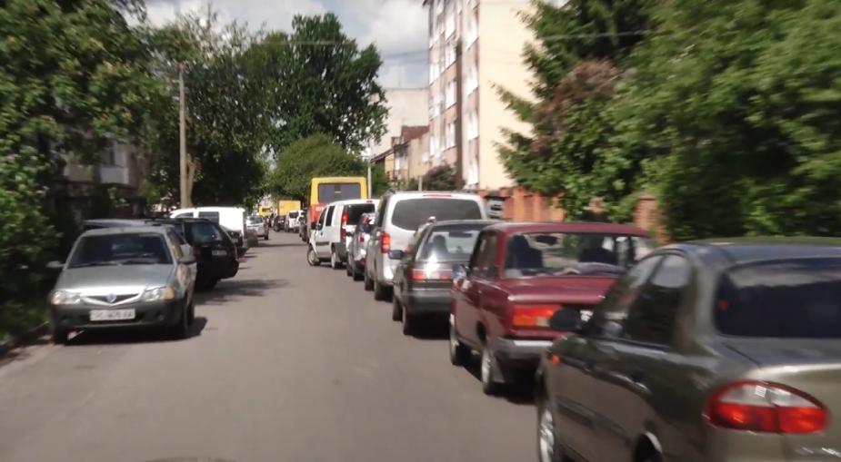 На проспекті Волі – транспортний колапс через реконструкцію. ВІДЕО