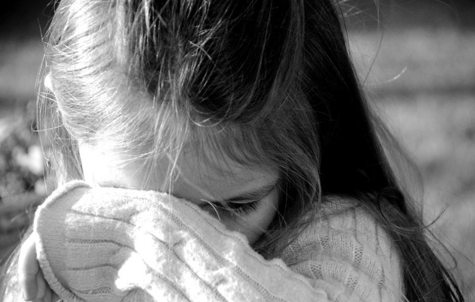 Не годує, не одягає та ображає доньку з інвалідністю: на Волині оштрафували горе-матір
