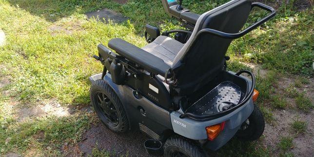 На вулицях Луцька немає де зарядити інвалідні візки. Люди просять вирішити цю проблему