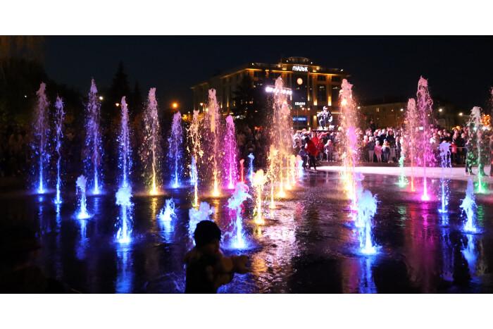 Яким було урочисте відкриття фонтана у Луцьку. ФОТО