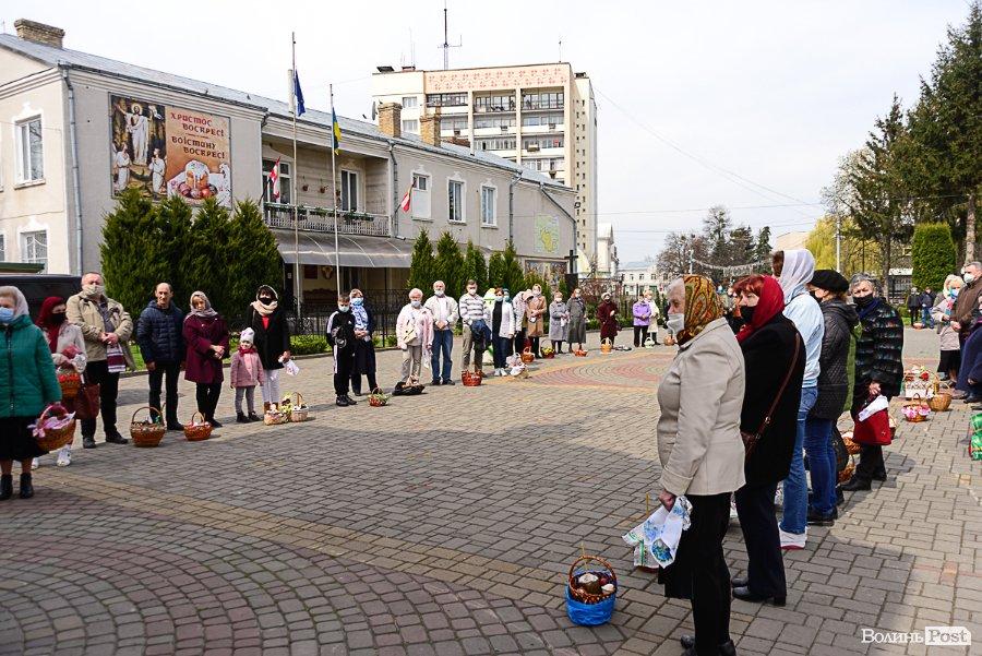 У Луцьку вже святять паски. Фото із собору Святої Трійці